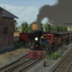 Ein Zug fährt am Depot vorbei