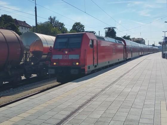 Einfahrt Donau-Isar-Express in Passauer Hauptbahnhof