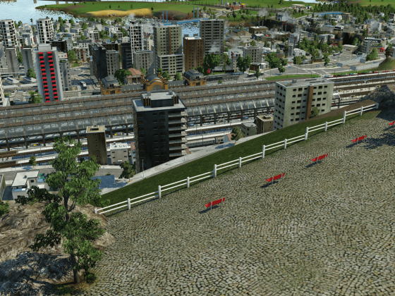 Petit parking surplombant la gare et sa capitale