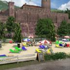 Feierabendbier im Beachclub unterhalb des Schlosses