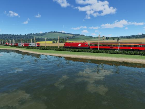 Intercity trifft in ländlicher Umgebung auf REX