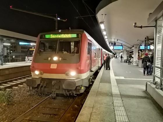 Ein RE1 Adventssonderzug aus Essen in Köln Deutz.