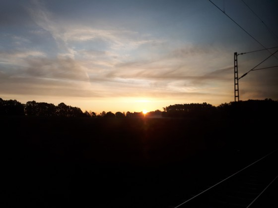 Sonnenaufgang im ICE nach Wien