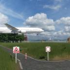 Spazierweg nahe dem Flugplatz. Benützung auf eigene Gefahr!
