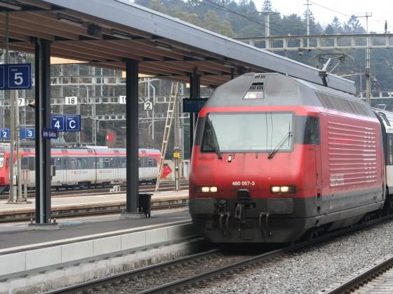 SBB Re 460 057-3 mit einem IR nach Basel SBB