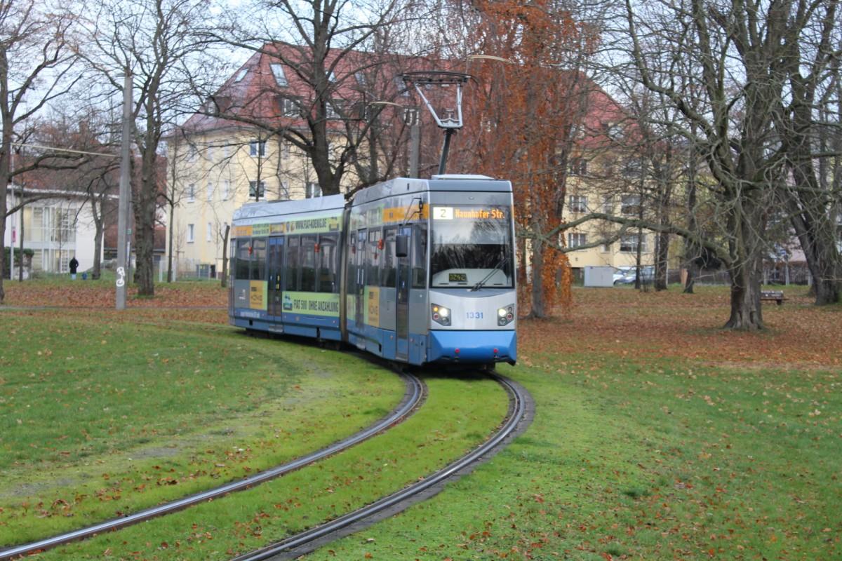 LeoLiner (NGT6) auf der 2 in der Endstelle Naunhofer Straße