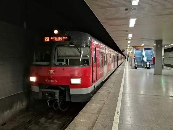ET 420 418/918 als seltener Gast am Düsseldorfer Flughafen am Terminalbahnhof.