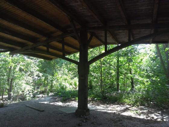 Hölzerne Dachkonstruktion S Gartenfeld