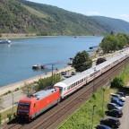 IC in Oberwesel mit dem historischem Rheintal