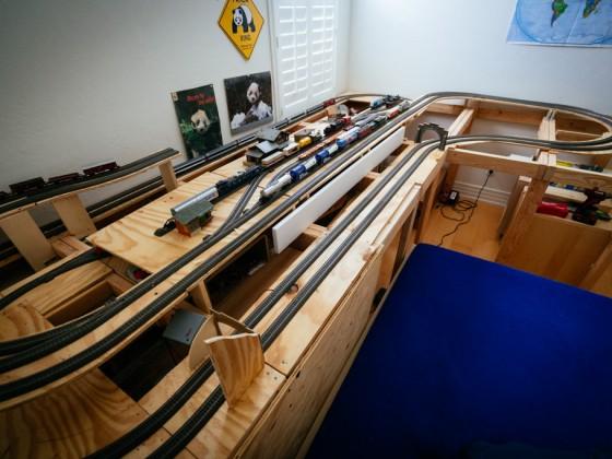 Modelleisenbahn im Rohbau