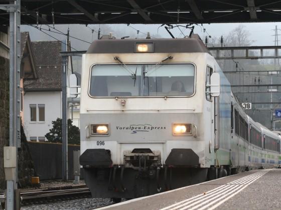 SOB Re 456 mit einem VAE nach St. Gallen
