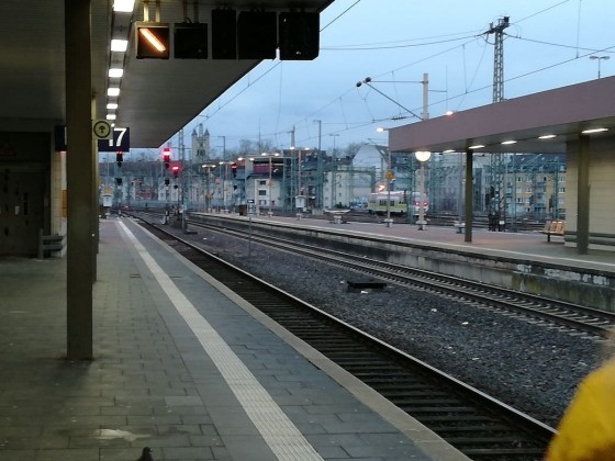 Düsseldorf Hbf bei Sonnenuntergang