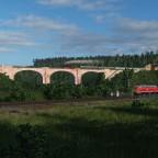 Zwei Züge auf zwei Brücken