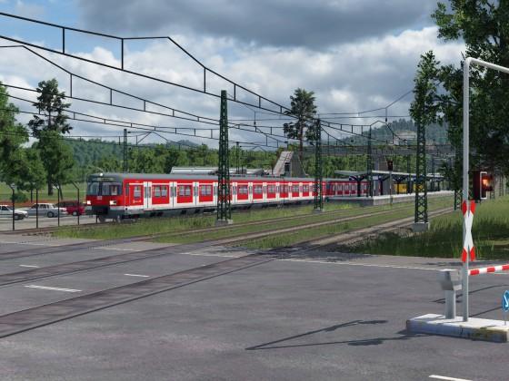 Ein ET 420 fährt aus der S-Bahn Station aus.