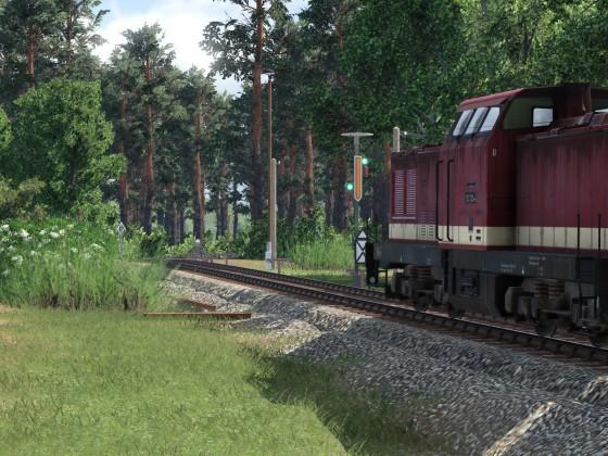 Personenzug der Deutschen Reichsbahn vor Fahrt erwarten