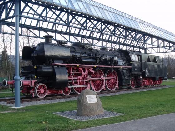 Schnellzuglok 18 323