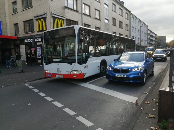 KVB 255 an der Venloerstraße.