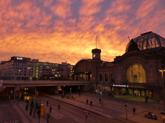 Dresdner Hauptbahnhof am Abend