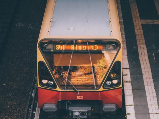 S-Bahn bei der Abfahrt