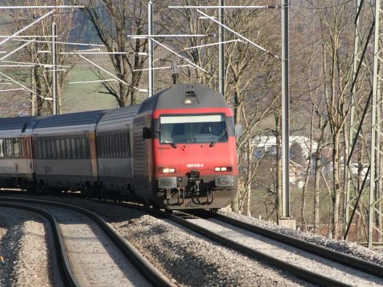 Re 460 018-5 mit einem IR nach Zürich HB