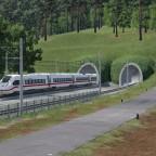 ICE 4 bei der Tunnelausfahrt