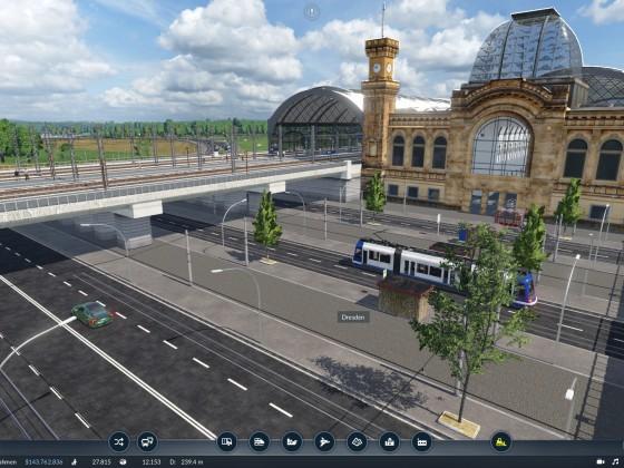 Dresdner Hautbahnhof mit Tram