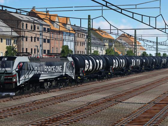 Rail Force One 193 623 mit Kesselwagenzug