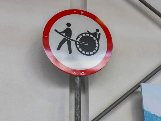 Was möchte uns dieses Schild sagen?!?