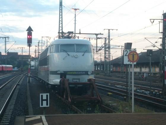 Baureihe 103 der Railadventure in Fulda bei Sonnenaufgang