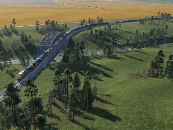 Güterzug von CSX mit 3 Loks bespannt überquert den Fluss