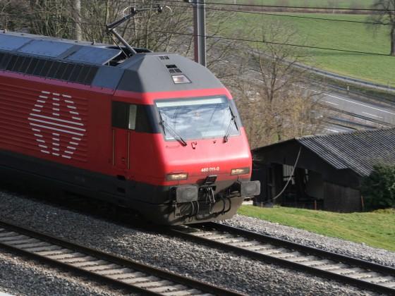 Re 460 011-0 mit einem IR nach Basel SBB