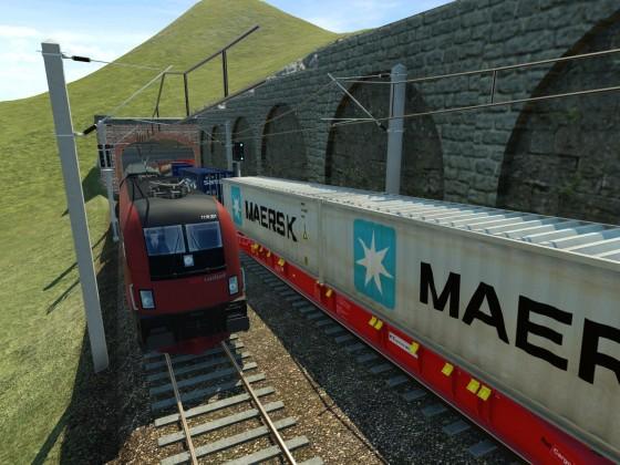 Railjet trifft auf Güterzug
