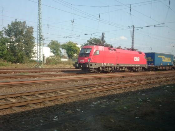 Güterzug der ÖBB bei der Durchfahrt in Hanau Hbf