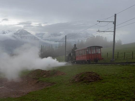 Lok 7 der RB bringt ein Kamerateam einer gewissen SWR Sendung ins Tal