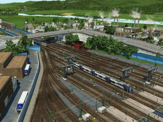 TER arrivant en gare et Intercité au départ